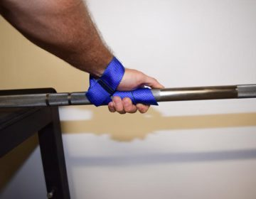 Image showing the correct way to wrap lifting straps around a barbell
